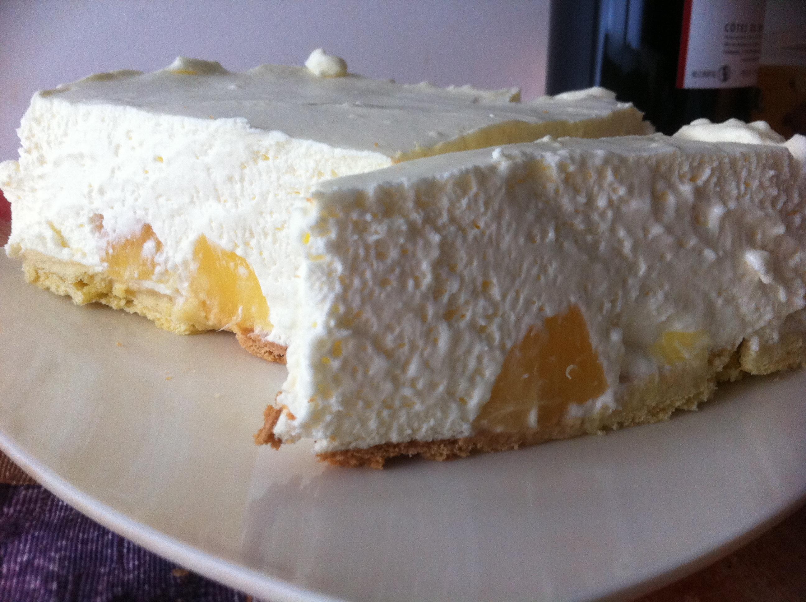 Торт из творога признан самым простым и быстрым способом сделать угощение как для чаепития, так для праздничного мероприятия.